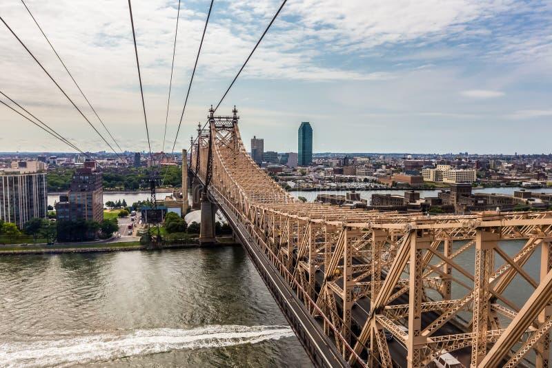 Ilha de Roosevelt e de ponte de Ed Koch Queensboro opinião do rooseve fotografia de stock