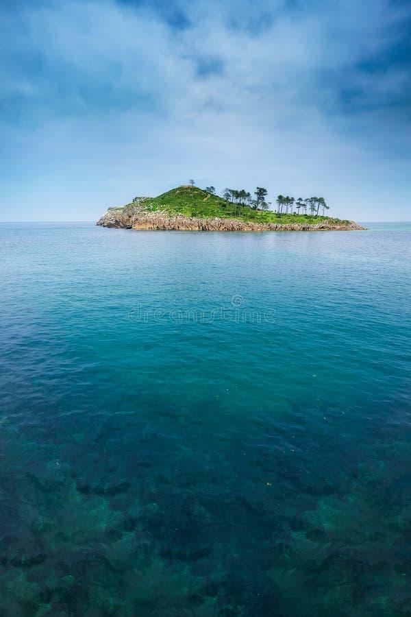 Ilha de San Nikolas em Lekeitio imagens de stock royalty free