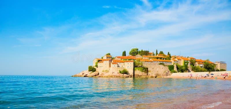 A ilha de St Stephen é obrigação vê a vista em Montenegro imagens de stock