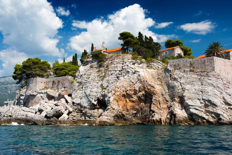 Ilha de Sveti Stefan, Montenegro, Balcãs, mar de adriático foto de stock