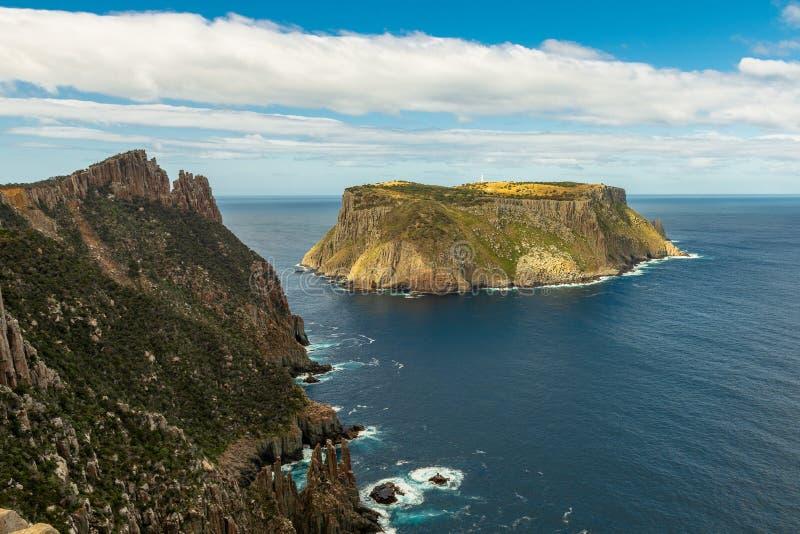 Ilha de Tasman e a lâmina, Tasmânia, Austrália imagem de stock