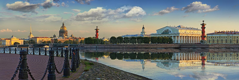 Ilha de Vasilievsky em St Petersburg imagem de stock royalty free