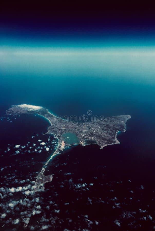Ilha desinibido perdida Vista de acima sonhos fotos de stock