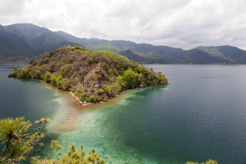 Ilha do lago mountain