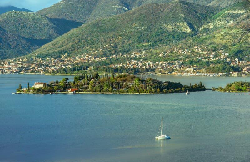Ilha do prevlaka de Miholjska. Baía de Kotor, Montenegro imagens de stock