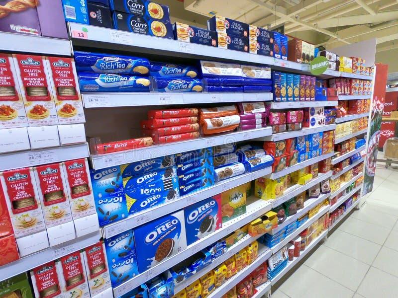 Ilha dos biscoitos de um supermercado imagem de stock royalty free