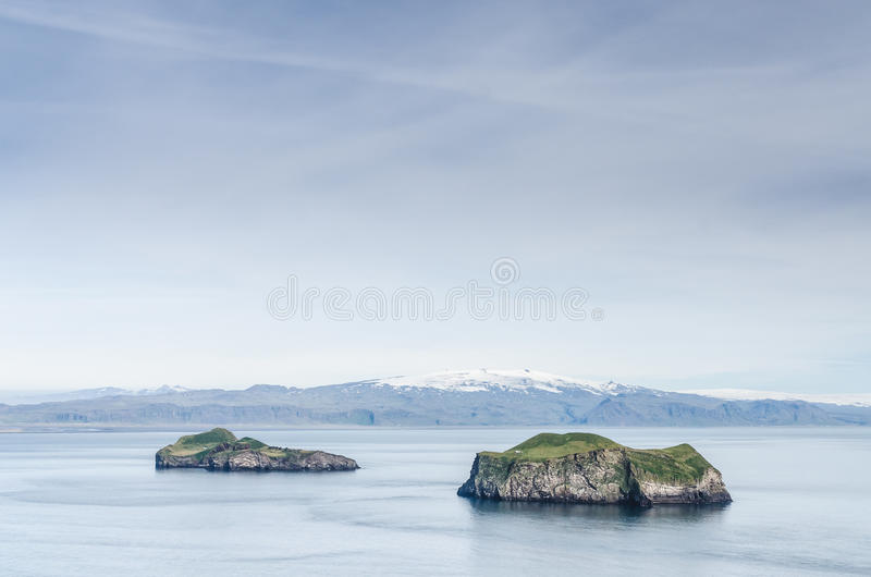 Ilha famosa de Ellidaey com casa minúscula, Islândia fotos de stock royalty free