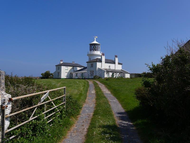 A ilha Gales de Caldey do farol imagens de stock