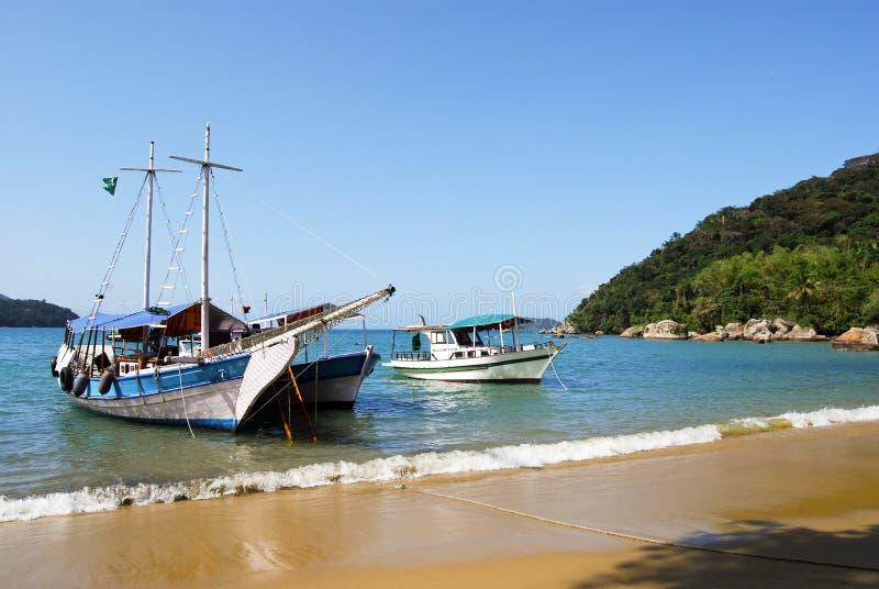 Download Ilha Grande: Żaglówka Przy Linią Brzegową Blisko Praia Lopes Mendes, Rio De Janeiro Stan, Brazylia Zdjęcie Stock - Obraz złożonej z brazilian, ocean: 53777010
