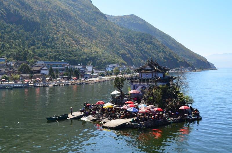 Ilha na lagoa fotos de stock royalty free