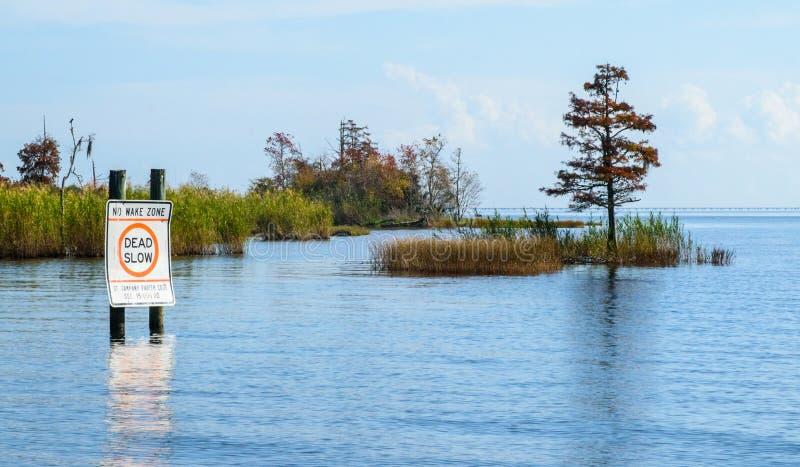 Ilha no lago Pontchartrain sem o sinal da VIGÍLIA fotografia de stock