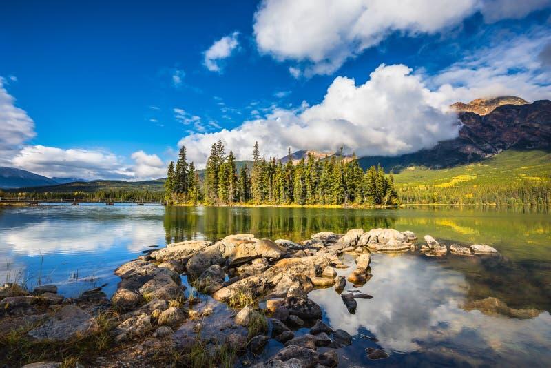 A ilha no lago pyramid fotos de stock royalty free