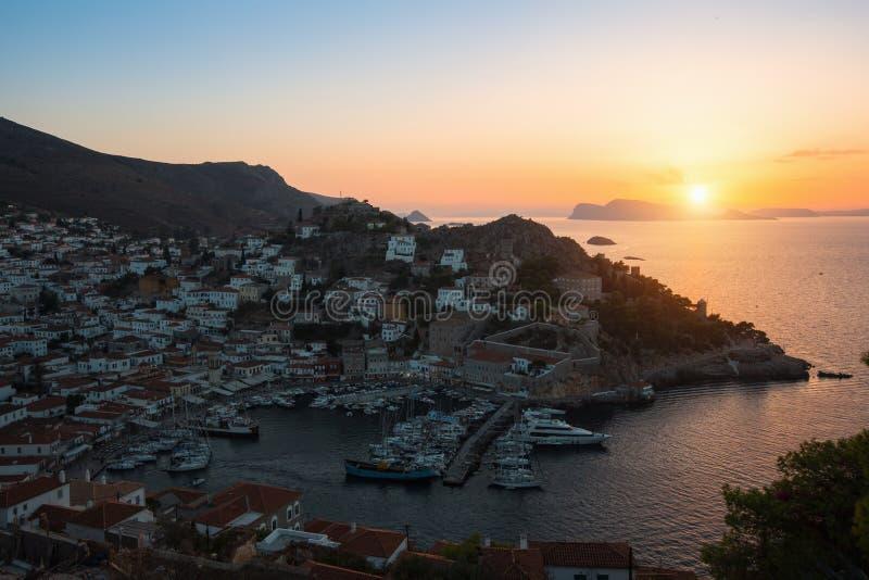 Ilha no por do sol, Mar Egeu do Hydra, Grécia Curso fotografia de stock royalty free