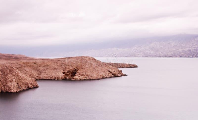 Ilha Pag, pedra, sal e Bura Croácia fotografia de stock royalty free