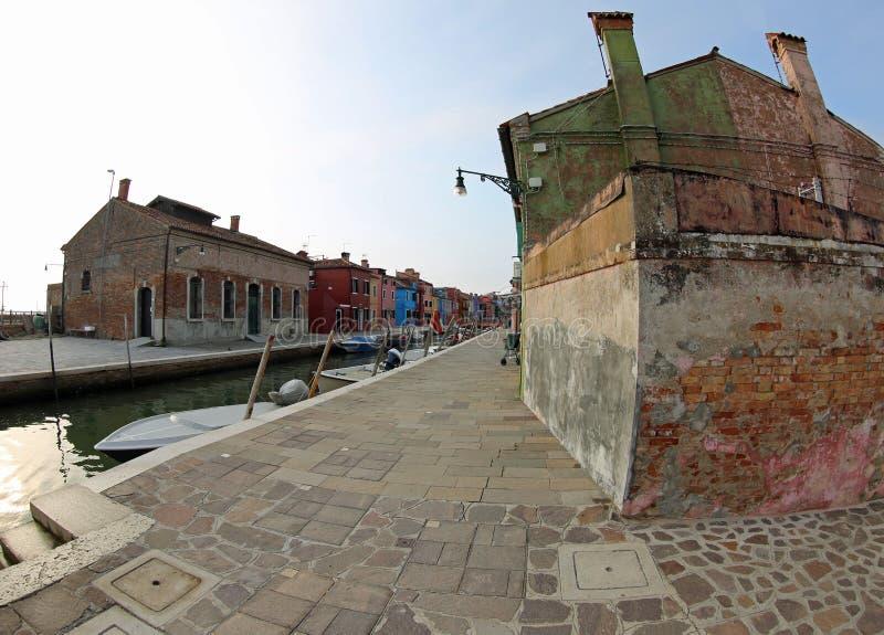 Ilha pequena de Burano perto de Veneza em Itália na manhã imagens de stock royalty free