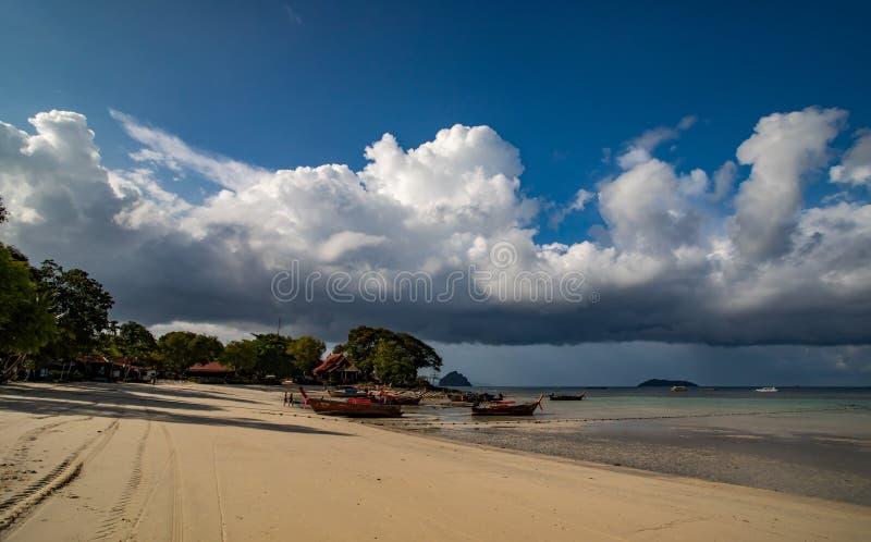 Ilha Phi Phi Don - Paraíso tropical fotografia de stock