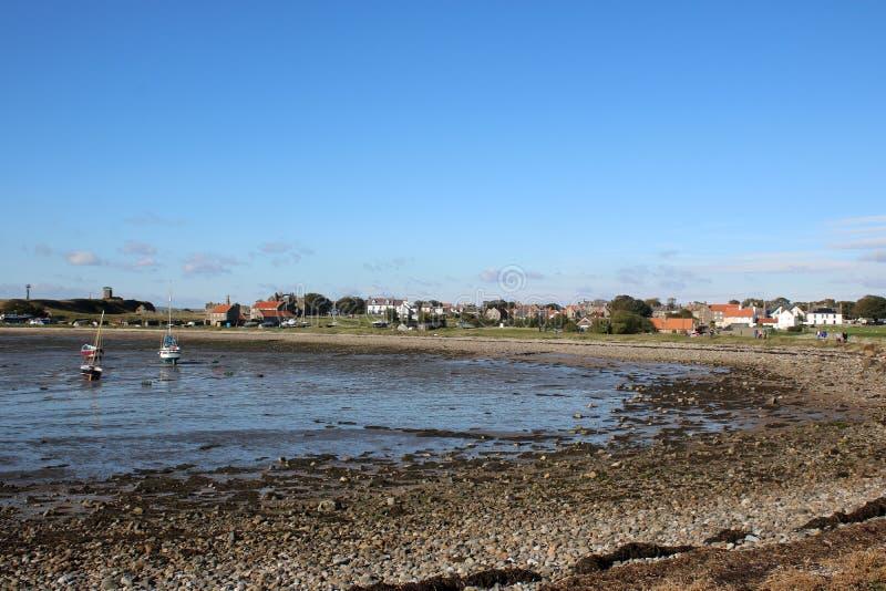Ilha santamente, vila Northumberland Reino Unido de Lindisfarne imagem de stock royalty free