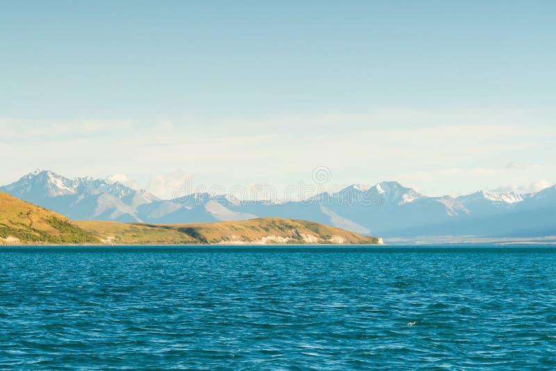 Ilha sul Nova Zelândia de Tekapo do lago com Mt cozinheiro fotos de stock royalty free