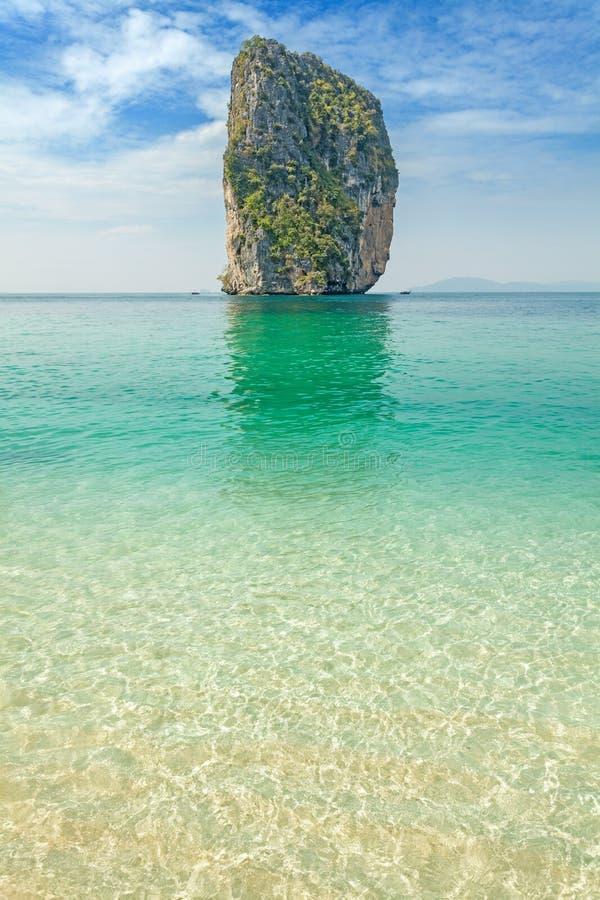 Ilha tropical desinibido imagem de stock royalty free