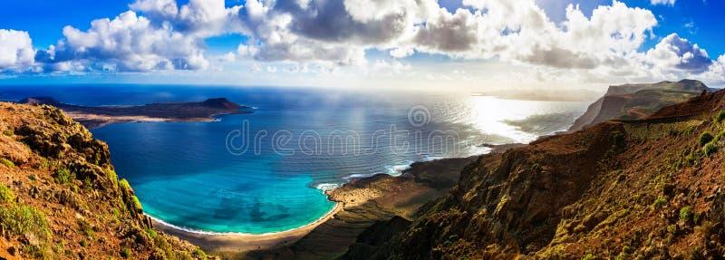 Ilha vulcânica bonita Lanzarote - vista panorâmica de Mirado foto de stock royalty free