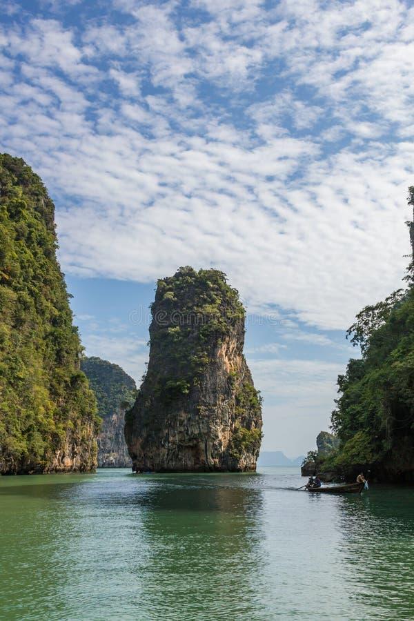 Ilhas agradáveis da baía de Phang Nga perto de Phuket, Tailândia imagem de stock royalty free