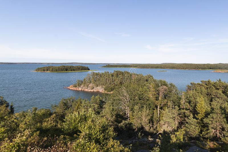 Ilhas de Aland, Finlandia - vista da terraplenagem Costa do mar B?ltico imagens de stock royalty free