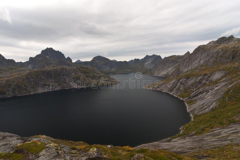 Ilhas de Lofoten, Noruega, montanha de Narvtinden foto de stock royalty free