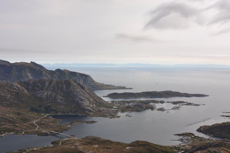 Ilhas de Lofoten, Noruega, montanha de Narvtinden fotos de stock