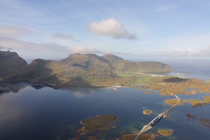 Ilhas de Lofoten, Noruega, a montanha de Voladstinden fotos de stock