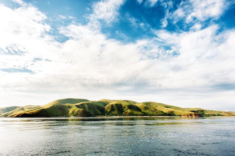 Ilhas do parque nacional de Komodo em Nusa do leste Tenggara, Flores, Indonésia fotografia de stock