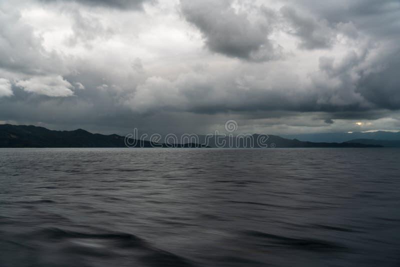 Ilhas vistas do navio no mar fotos de stock royalty free