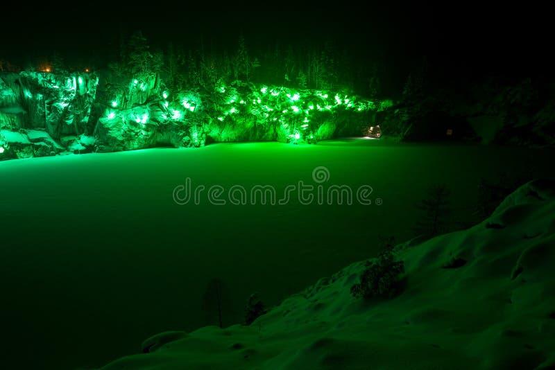 Illiminated marmuru jar w Karelia w zimie Zieleń zdjęcia royalty free