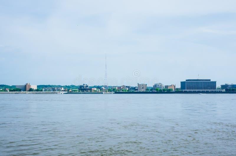 Illinois over de Rivier van de Mississippi van Davenport, Iowa, de V.S. royalty-vrije stock fotografie