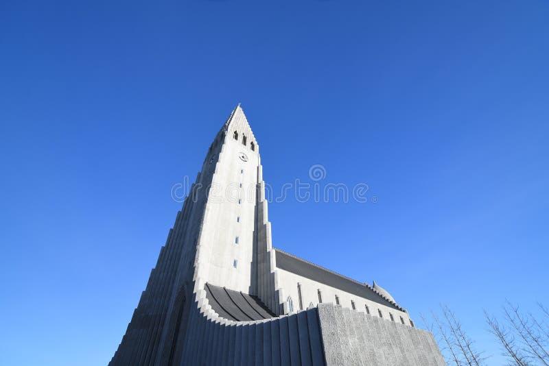 Illumi iconico della cattedrale della chiesa dell'Islanda Reykjavik Hallgrimskirkja fotografia stock