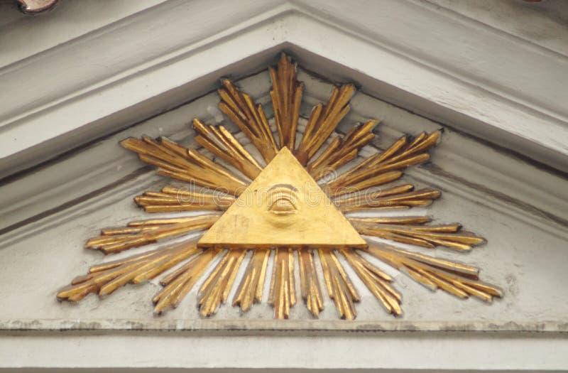 Illuminati znak na budynku pediment zamkniętym w górę obraz stock