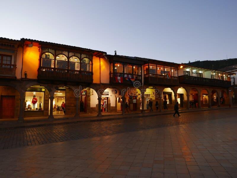 Illumination d'ensemble immobilier privé de nuit dans Cusco, Pérou photos libres de droits
