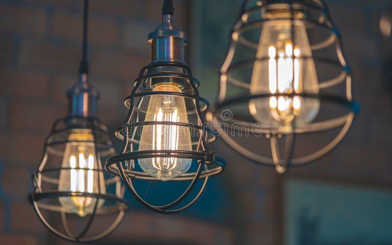 Illuminazione d'annata della gabbia del metallo del soffitto fotografia stock libera da diritti