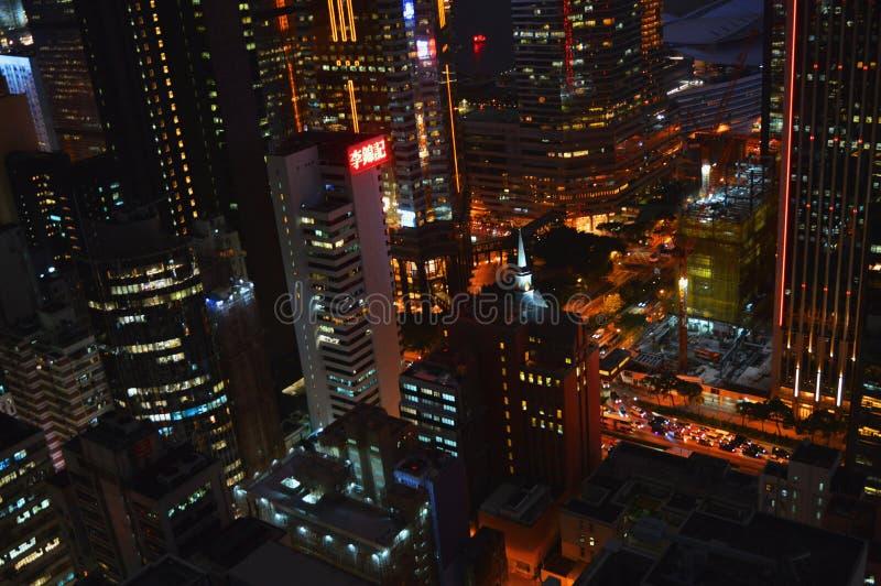 Illuminazione della città di Hong Kong nel wiev variopinto del nigt dal tetto fotografia stock libera da diritti