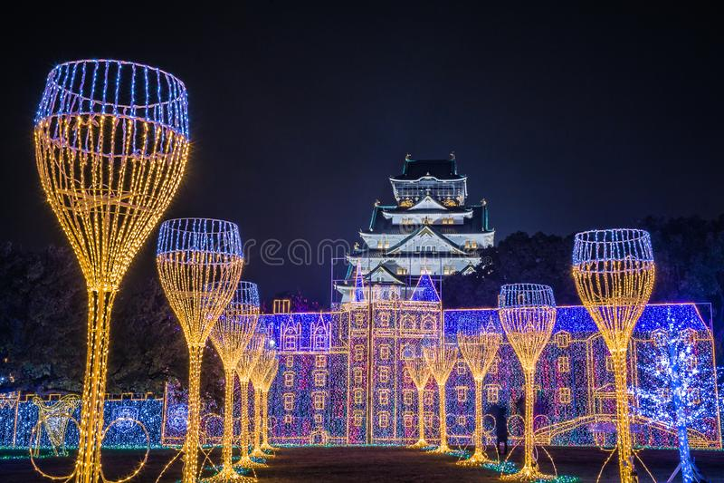 Illuminazione di notte di Osaka Castle il più grande spettacolo di luci a Osaka fotografia stock