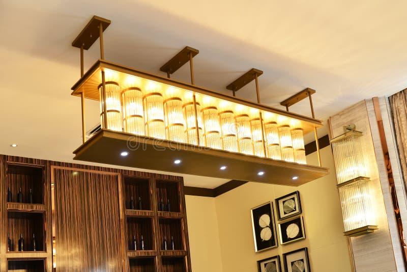 Illuminazione di soffitto di cristallo immagini stock