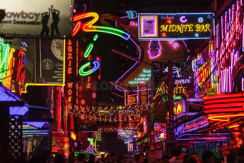 Illuminazione rosse del distretto a Bangkok fotografia stock
