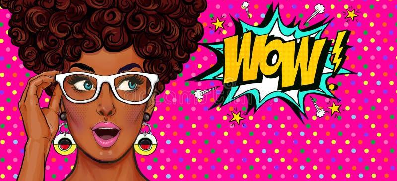 Illustration för popkonst, förvånad flicka Komisk kvinna dundersuccé annonsering av affischen Flicka för popkonst Etikett för tet royaltyfri illustrationer