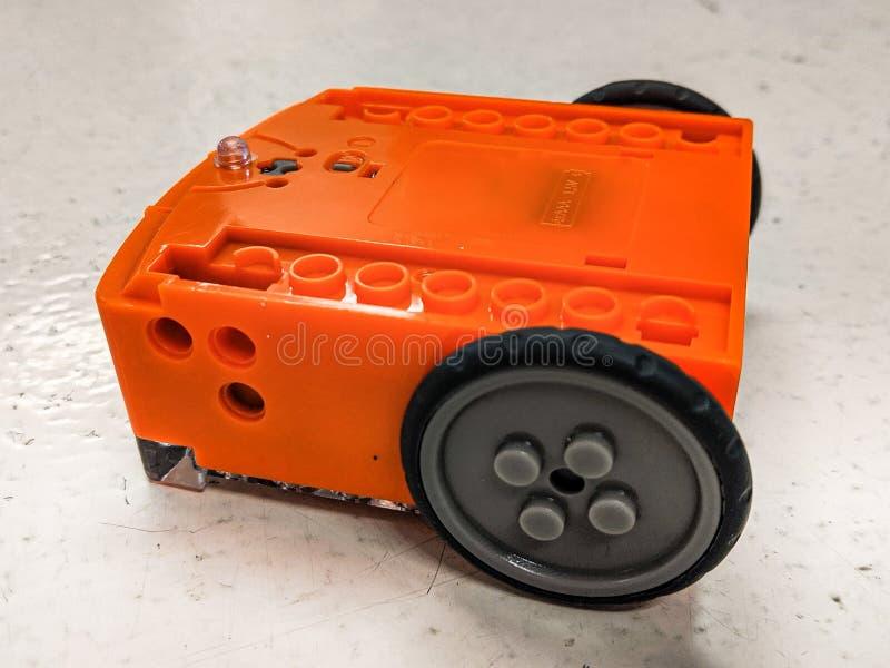 Illustrative artykuł wstępny Lego zgodny edukacyjny robot wymieniał Edison obraz royalty free
