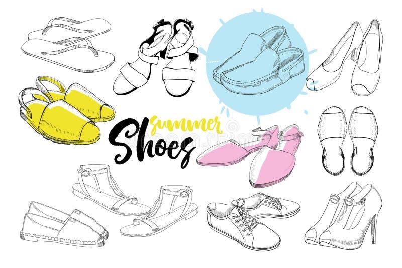 Illustrazione delle calzature grafiche disegnate a mano stabilite delle donne, scarpe per estate Stile di sport, gumshoes, mocass illustrazione vettoriale