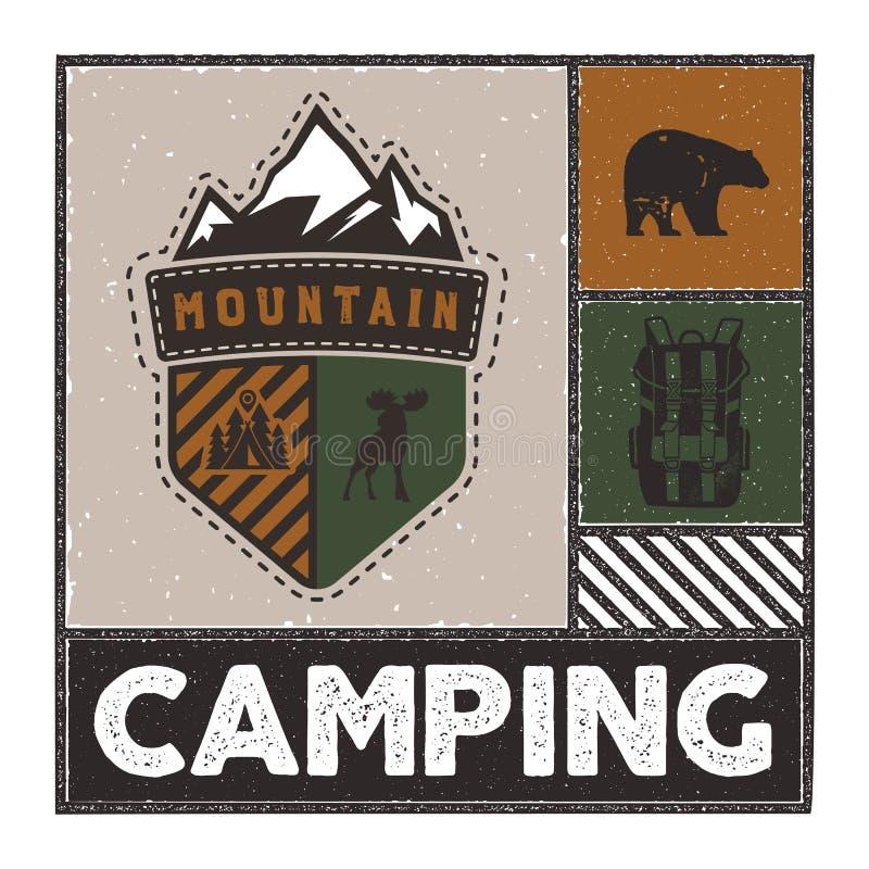 Illustrazione disegnata a mano d'annata di avventura con il logo del campo, i cervi, lo zaino, l'orso e la citazione - campeggio  illustrazione di stock