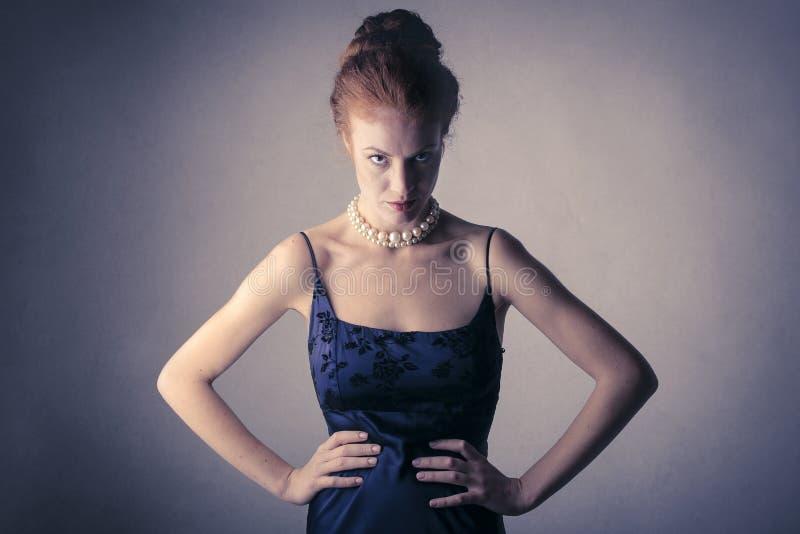 Ilsken flott kvinna fotografering för bildbyråer