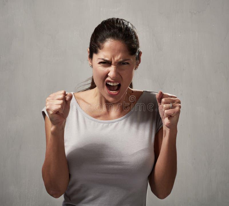 ilsken kvinna royaltyfri foto