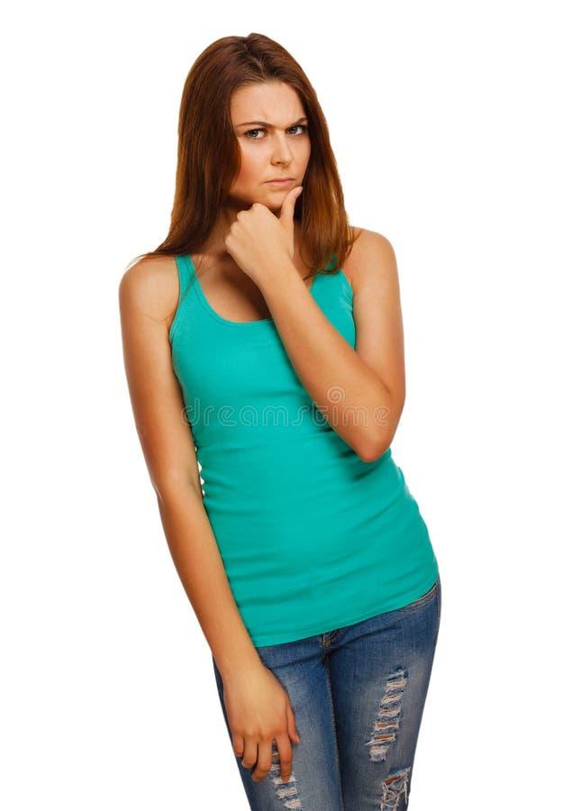 Ilsken missnöjd isolerad kvinnabrunettflicka royaltyfri bild