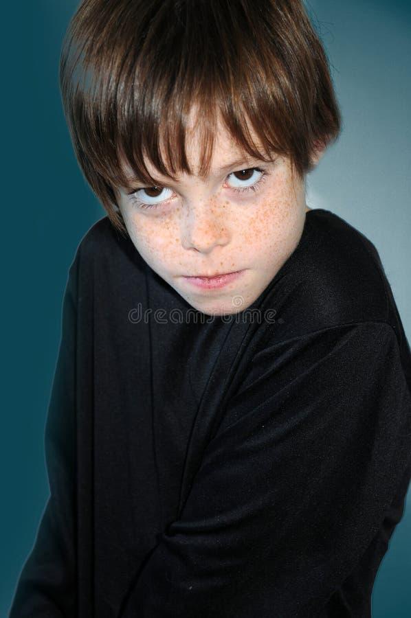 Ilsken pojke royaltyfria bilder