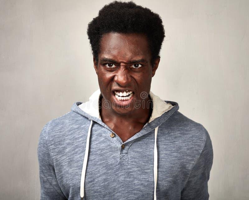 ilsken svart man royaltyfri bild